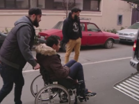 Persoanele cu dizabilitati din Cluj, transportate gratuit cu un TAXI special. Tinerii care au pus bazele proiectului social