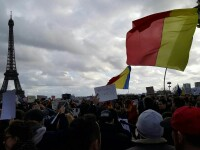 Romani din SUA, Franta, Marea Britanie, Italia si Republica Moldova au cantat imnul national in strada si au protestat. FOTO