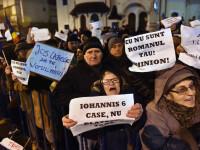 A treia zi de proteste la Cotroceni. Peste 2000 de sustinatori ai coalitiei PSD-ALDE, nemultumiti de discursul lui Iohannis
