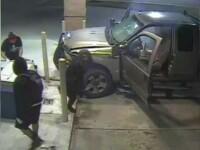 Jaf incheiat prost pentru trei tineri din SUA. Au vrut sa sparga usa unui ATM, insa s-au facut de ras