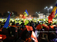 Ziua 13 de proteste in Piata Victoriei. Peste 30.000 de oameni au format un