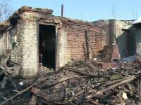 O batrana din Dambovita a ars de vie in casa pentru ca vecinii nu au avut cu ce sa stinga focul.
