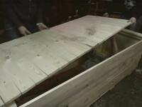 A iesit din mormant dupa ce a stat ingropat 24 de ore intr-un sicriu de lemn. Imaginile urmarite live pe Youtube. VIDEO