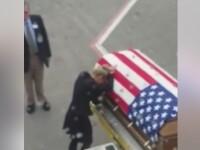 Momentul in care o femeie isi vede sotul, soldat american, mort in sicriu: