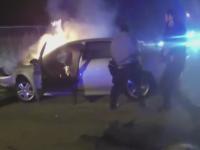 Un politist curajos din Washington i-a salvat viata unui sofer blocat intr-o masina in flacari. VIDEO