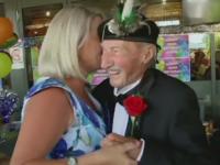 100 de femei la petrecerea de 100 de ani, dorinta unui veteran de razboi din Australia. Reteta lui pentru o viata buna