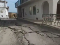 Orasul care se muta in fiecare zi cu un metru. 100 de oameni au fost evacuati in urma alunecarilor de teren. VIDEO