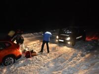 Doi turisti blocati cu masina in zapada pe Transalpina, salvati de jandarmi. Vestea pe care primit-o dupa aventura riscanta