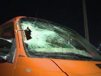 Bărbat lovit de o mașină, care l-a târât pe asfalt, la Bistrița Năsăud