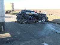 Un șofer de 19 ani a murit, după ce a încercat să depășească 3 TIR-uri