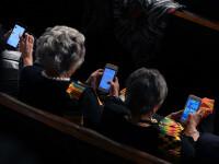 Trei reprezentante ale Congresului American, surprinse jucându-se pe telefon în timpul discursului lui Trump