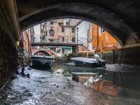Peisaj dezolant în Veneția. Canalele au secat, iar gondolele sunt îngropate în noroi