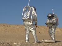 Cercetătorii testează în deșertul Oman costume spațiale și vehicule necesare unei misiuni pe Marte