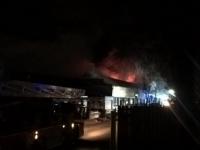 O clădire industrială din Londra, cuprinsă de flăcări: peste 100 de pompieri intervin