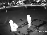 Pățania a doi indivizi care au încercat să fure dintr-un magazin din Shanghai