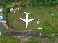 Avion misterios, abandonat pe un câmp din Bali. Nimeni nu știe cum a ajuns acolo