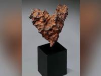 Ofertă specială de Ziua Îndrăgostiţilor: un meteorit în formă de inimioară. Cât costă