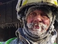 Chipul unui pompier care a stins un incendiu la minus 45 de grade