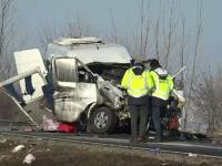 Cauza accidentului, soldat cu 2 morți și 7 răniți. Pasagerii mergeau în Italia