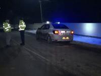 Bătrân găsit împuşcat în maşină pe un drum din Vrancea. Ar fi fost o răfuială de interlopi