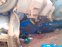 Ciocnire între un autobuz şi un camion cu acid sulfuric. Peste 20 de pasageri morţi. VIDEO
