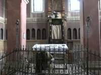 Obiecte sfinte, furate din biserici şi sinagogi. Ce fac apoi hoţii cu ele