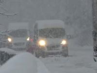 Furtuni de zăpadă, drumuri blocate și copaci rupţi în țările din jurul României