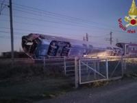 Un tren de mare viteză a deraiat în Italia. Doi morți și zeci de răniți