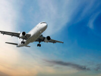 """Panică într-un avion. Un bărbat băut a început să-și mestece telefonul: """"Vă omor pe toți"""""""