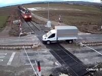 VIDEO. Momentul în care o camionetă este spulberată de tren