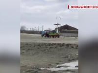 Anchetă la Sulina, după ce primarul a trimis muncitorii să încarce nisip de pe plajă