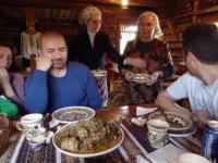 Turismul tradițional îi cucerește pe oaspeți. Experiențele cu care îi așteaptă localnicii