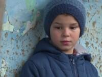 Un băiat de 9 ani are grijă de 4 surori, după ce tatăl i-a părăsit, iar mama a plecat în Germania