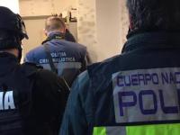 Polițiști români și ofițeri spanioli, descinderi în forță la Turda, la persoane bănuite de proxenetism, șantaj şi camătă