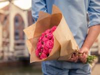 """Un bărbat a fost arestat, după ce i-a trimis fostei iubite un buchet de trandafiri în care se afla o bombă: """"A explodat"""""""