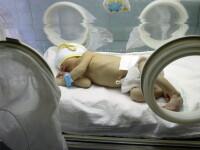 IMAGINI INCREDIBILE! Bebelus de nici macar o zi, abandonat la metrou