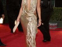 Jennifer Lopez nu poarta verigheta daca nu se asorteaza cu rochia