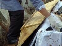 Barbat mort in urma cu 3 ani, deshumat la cererea presupusului fiu
