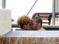 Rihanna zice ca e singura! Dar se pupa prin piscine cu Matt Kemp!