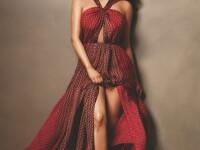Kim Kardashian sfideaza gravitatia si poarta un top transparent fara sutien