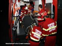 Un microbuz, lovit frontal de o masina. 11 oameni au ajuns la spital