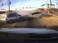 VIDEO. Cu politistii pe urme, patru hoti au provocat un accident spectaculos