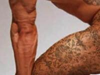 """""""Noroc in calatoriile tale!"""" Tatuajul care il obliga sa fie, la propriu, permanent excitat"""