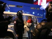 Perchezitii la protestul din Bucuresti: droguri, cutite, bastoane, pietre si un PISTOL. 113 retinuti