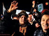 Sute de oameni au protestat la Universitate. 3 persoane, ridicate in a 12-a zi de manifestatii