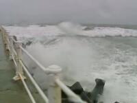 Furtuna puternica pe litoral. Porturile au fost inchise. 12 localitati au ramas fara electricitate