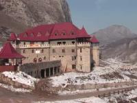 Hotelul din castel sau cum poate ambitia unui medic sa transforme o ruina intr-o fabrica de bani