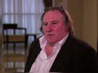 Actorul Gerard Depardieu spune ca bea chiar si 14 sticle de vin pe zi, in ciuda problemelor grave de inima