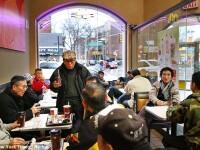 Pensionarii din New York, in conflict cu McDonald's. Cum reusesc batranii sa alunge clientii care doresc sa ia masa acolo
