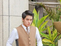 O tanara din China are o cariera de succes in postura de fotomodel masculin. Cum arata. FOTO